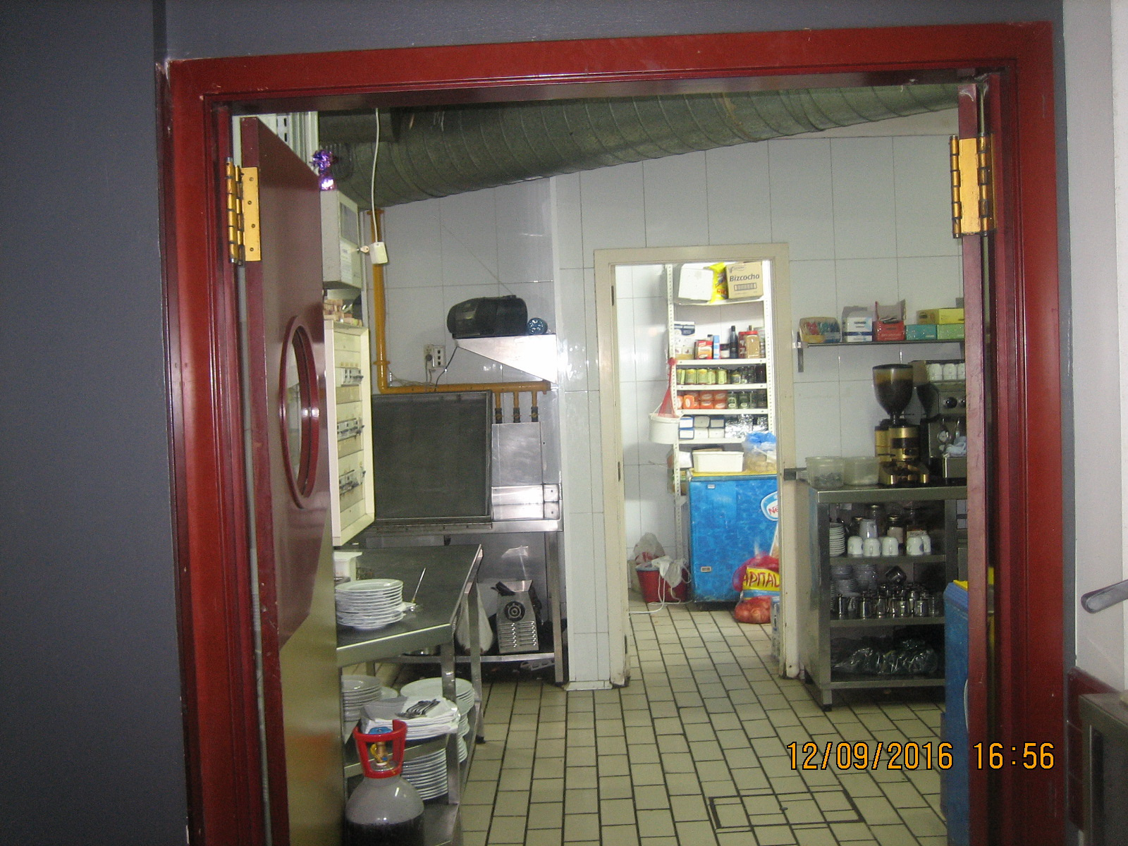 Local comercial en venta en local en traspaso con licencia - Administradors de finques barcelona ...